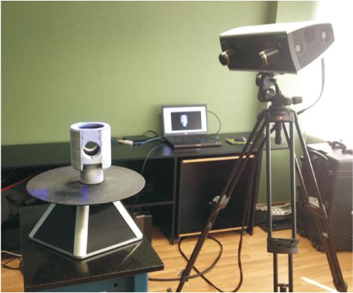 Figura 7 – Medição e digitalização da cruzeta com uso de mesa rotativa